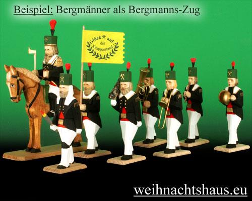 Seiffen Weihnachtshaus - Bergmann geschnitzt aus Holz,  Hauer hockend - Bild 3