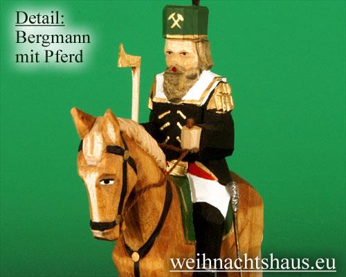 Seiffen Weihnachtshaus - Bergmann geschnitzt aus Holz auf Pferd - Bild 2