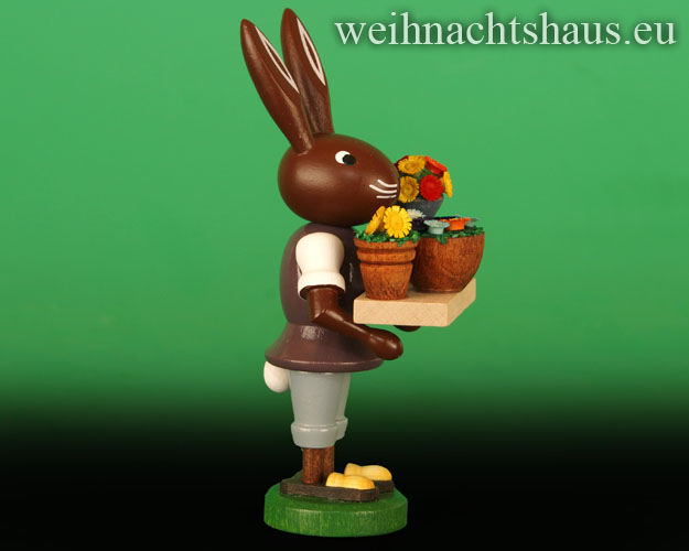 Seiffen Weihnachtshaus - Osterhase 10cm mit Blumenverkäufer - Bild 2
