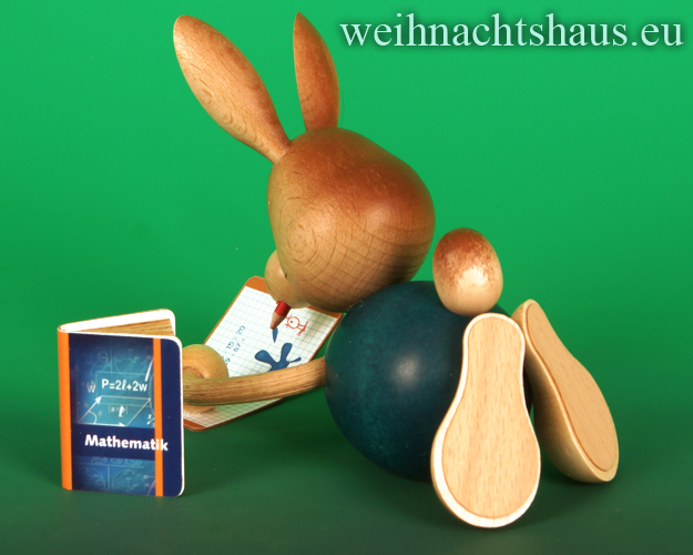 Seiffen Weihnachtshaus - Stupsi         Osterhase- Kuhnert  im Homeschooling liegend mit Heft Neu 2021 - Bild 2