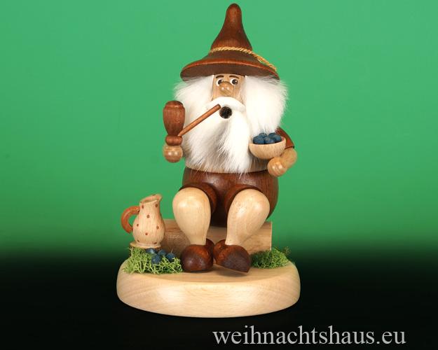 Seiffen Weihnachtshaus - <!--01-->Räuchermann Wichtel sitzend Heidelbeersammler - Bild 1