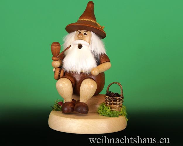 Seiffen Weihnachtshaus - <!--01-->Räuchermann Wichtel sitzend Tannenzapfensammler - Bild 1